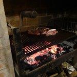 A preparação de uma típica carne uruguaia