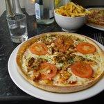 Margarita pizza with spicy chicken