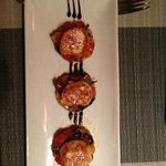tortellini fatti in casa di aragosta e salmone con una tomyam vellutata