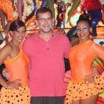 Con bailarinas del show