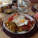 niceeeee breakfast (thumb up)