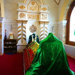 this is the shrine of the saint in Dewatagaha Mosque