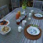 朝食はテラスで