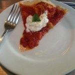 Hubs had Margherita: pomodoro, basil, fresh mozzarella, olive oil, grated reggiano $11