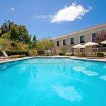 Holiday Inn Express Valencia Swimming Pool