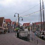 Volendam - de haven met restaurantjes