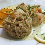 Brochette de St Jacques + risotto aux cèpes : très bien cuisiné, très bon goût.