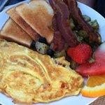 Omelet & fresh fruit