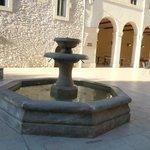 fontaine dans la cour