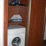 Closet and washing machine