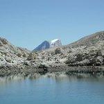 la Marmolda sullo sfondo del lago di Antermoia