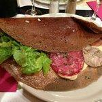 galette raclette, andouille,jambon sec, rosette et pommes de terre