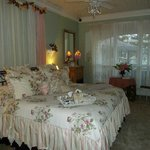 Anita's Garden Suite - spacious and lovely