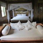 Magnifique lit à Baldaquin à faire rêver les filles....