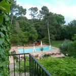 Vue sur la piscine de l'hotel
