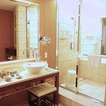 King Executive Suite Bathroom