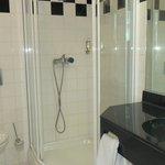 Dejligt badeværelse og der var altid masser af varmt vand..