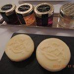 バターにはホテルのロゴ入り