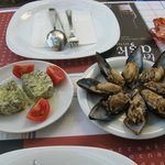 Fresh cheese and stuffed mussels