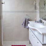 Ensuite in the Remarkables room