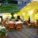 Weinberankter Innenhof - Restaurant Außenbereich