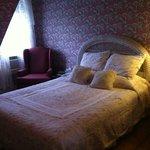 Bedroom, Queen bed, a/c, private bath, third floor, quiet, private.