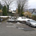 car park n garden at back of hotel