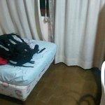 la cama, esta habitación daba a la pileta
