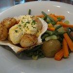 King scallops with bearnaise & market veg