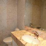 salle de bain de la 1ère chambre