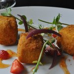 Breaded brie croutons with sweet chilli strawberries