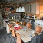 la cuisine, chaleureuse et accueillante !!
