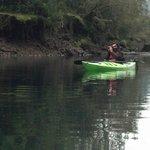 paseo en kayak con el dueño del hostal