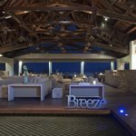 Breeze Lounge