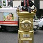 地上に上がれば名古屋を繁栄に導いた尾張将軍(徳川宗春)のポストがあります。