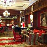 elegante Lobby mit Bar
