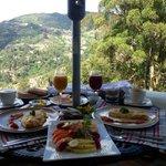 El desayuno en el balcon con una vista espectacular