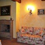 La Maestà Villa Umbra, the Pomarancio apartment dining/living room