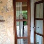 la porte d'entrée de la chambre forn