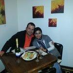 cena romántica en el comedor del hostal