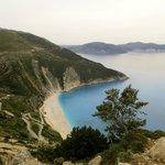La playa de Myrtos. Fabulosa, pero, menuda bajada!. De infarto!
