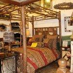 Une boutique ou tout est en bois a Lake Placid