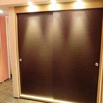 Garderoben-Schrank im Raumteiler
