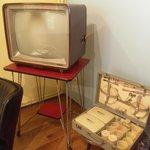 Tv e valigia picnic anni '70