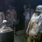 La momia más pequeña del mundo, es un feto de 8 meses de grstación que murió junto a su madre.