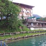 dalla piattaforma sul lago dell' hotel
