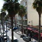 Вид с балкона, слева - море