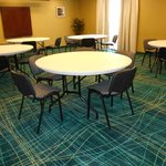 Our renovated meeting room can accommodate 30 people for parties, meetings, receptions, and even