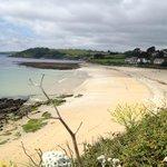 Gyllngvase beach - 2 mins walk!