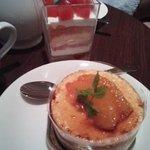 トマトのムースのケーキ。